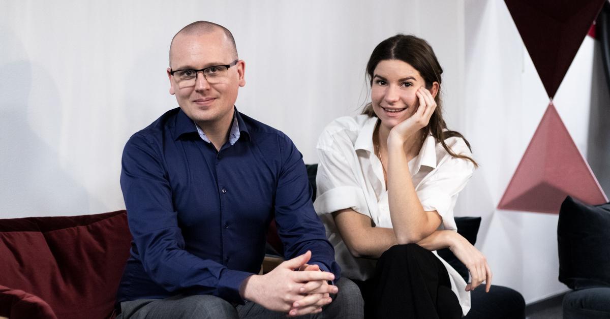 Bild av Tess och Nikka vid lansering av säkerhetspodcasten Bli säker.