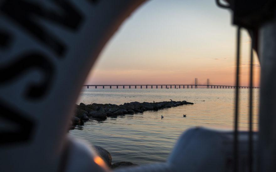 Fotografi av Öresundsbron i solnedgången