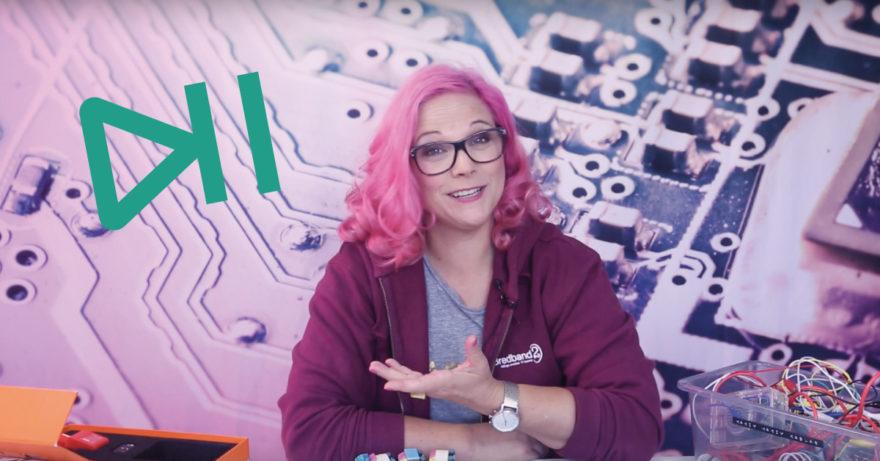 Fotografi av Karin Nygårds som driver Hackerskolan på YouTube